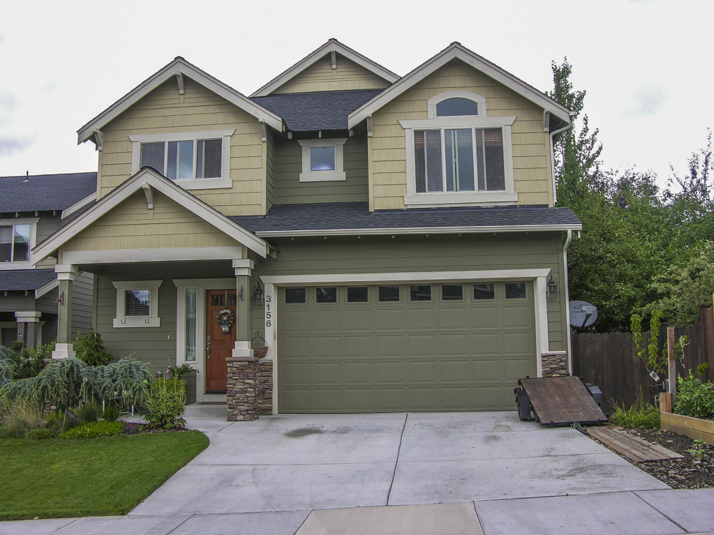 Beautiful home with views of Pilot Butte!