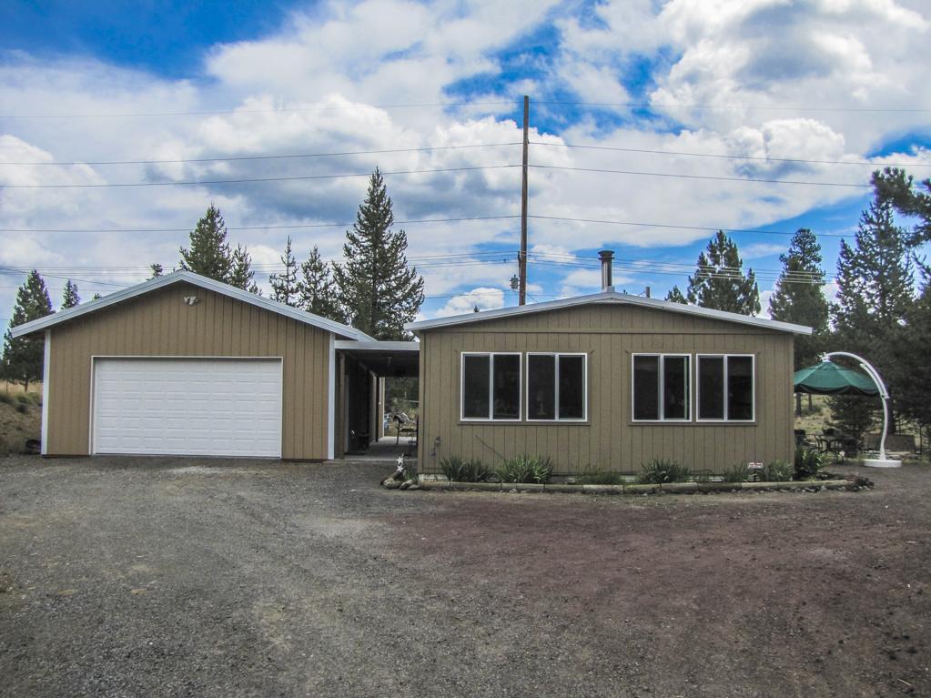 Clean and Cozy on an Acre with Large Shop!