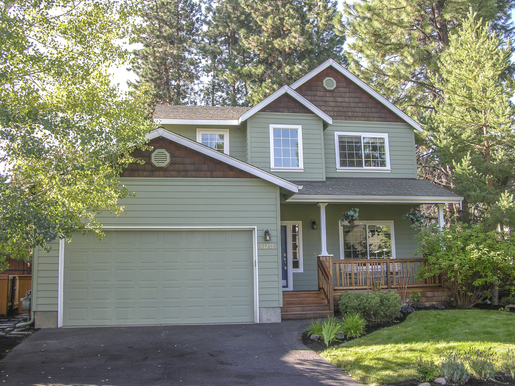This Westside Bend charmer backs a private park!