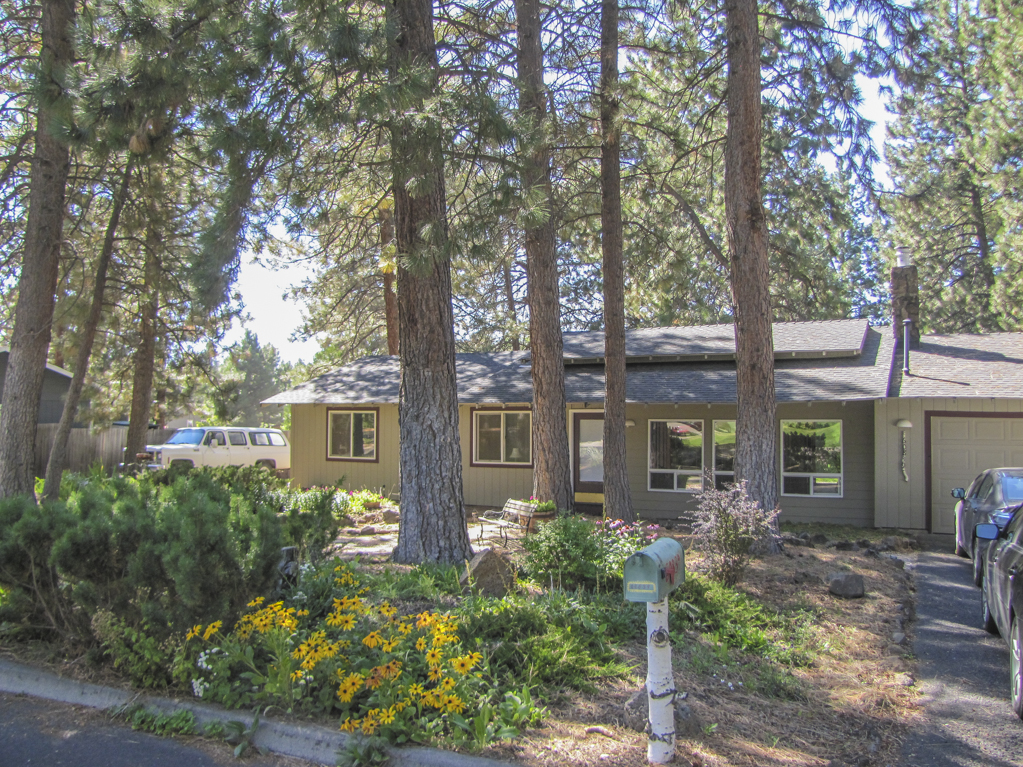 Comfortable Home Nestled in Beautiful Pine Trees