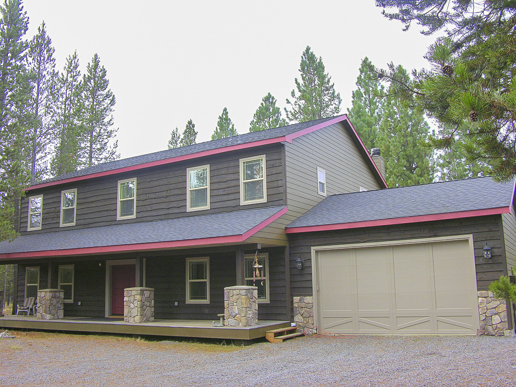 Gorgeous Sunriver home backing US forest land!