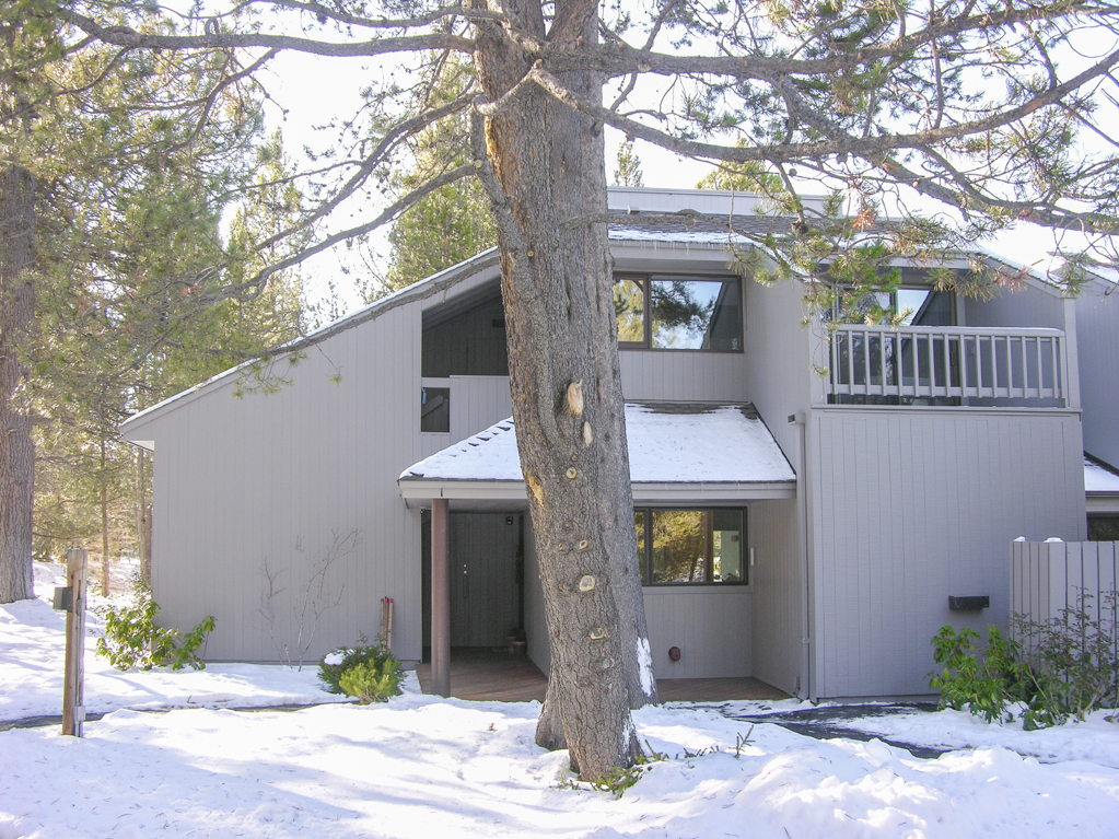 Upgraded Vacation Resort Condo on the Golf Course in Sunriver!