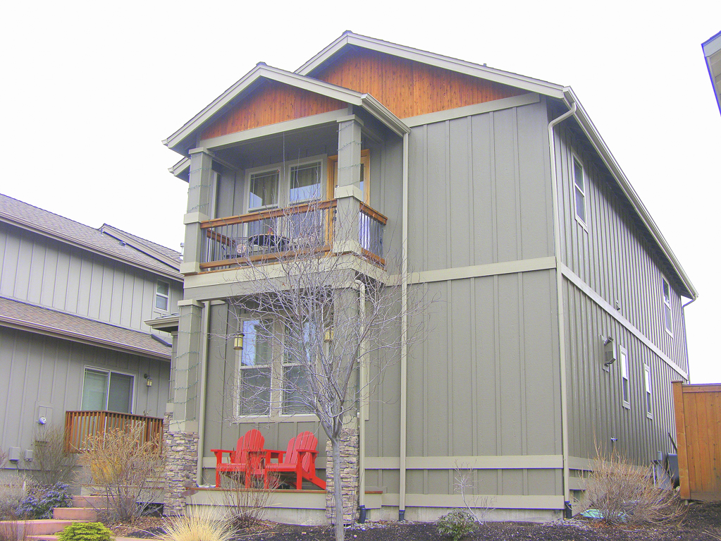 Great SW Bend Craftsman close to the Old Mill.