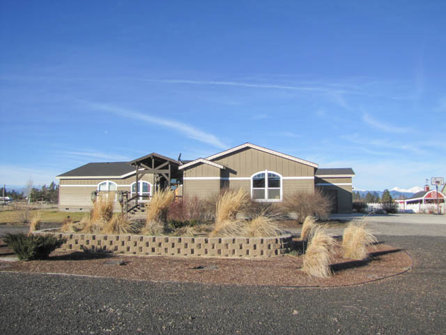 Beautiful Home on 4 acres with Mountain Views!