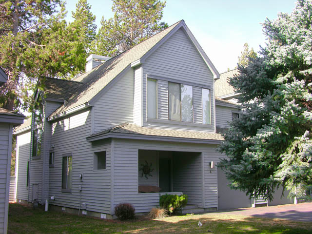 Rare Sunriver Eaglewood Townhouse on the 10th Fairway with Great Lake Views!