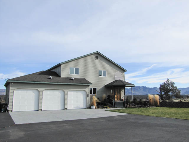 Amazing Central OR property with 6+acres, River & Mtn Views