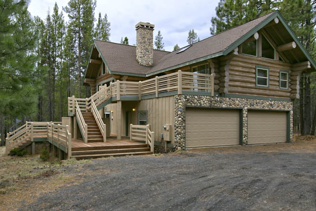 Gorgeous Engleman-Spruce Custom Sunriver Area Log Home Backing Forest Land!