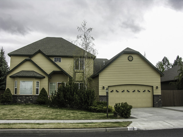Beautiful SE Bend Home with two Master Suites.