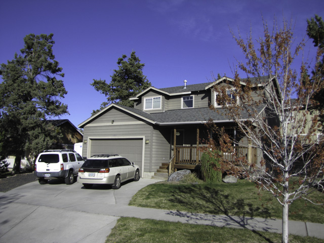 3bed 2.5bath home in great NE Bend location with large yard and no HOA!