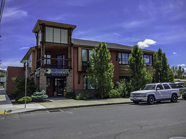Newer High End Building in High Traffic location on Greenwood Ave!