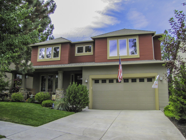 Gorgeous family home with 5 bedrooms in ideal SW Bend neighborhood!
