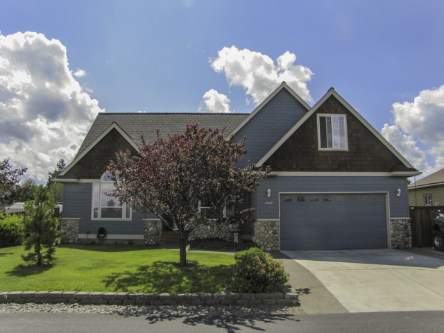 Beautiful home in a great neighborhood, with 4 bedrooms 2.5 baths and a bonus!
