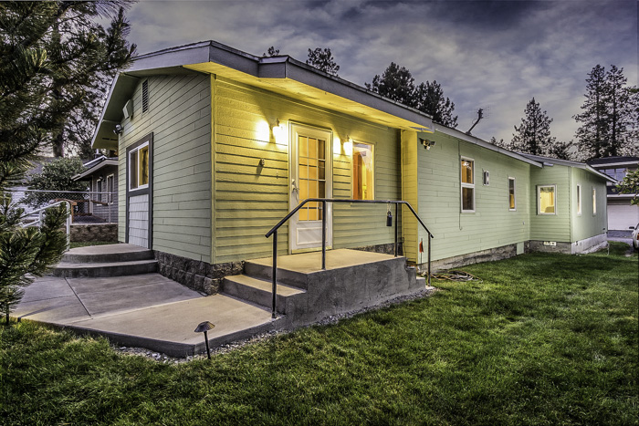 Downtown N.W. Bend Beauty with 1800+ Square Feet of Charm!