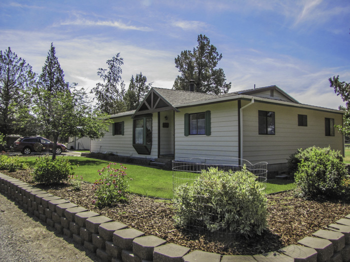 Single level 3 bedroom/2 bath home with shop